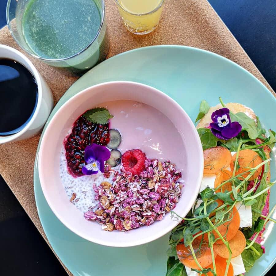 Kuva Mortonin aamiaismenusta.